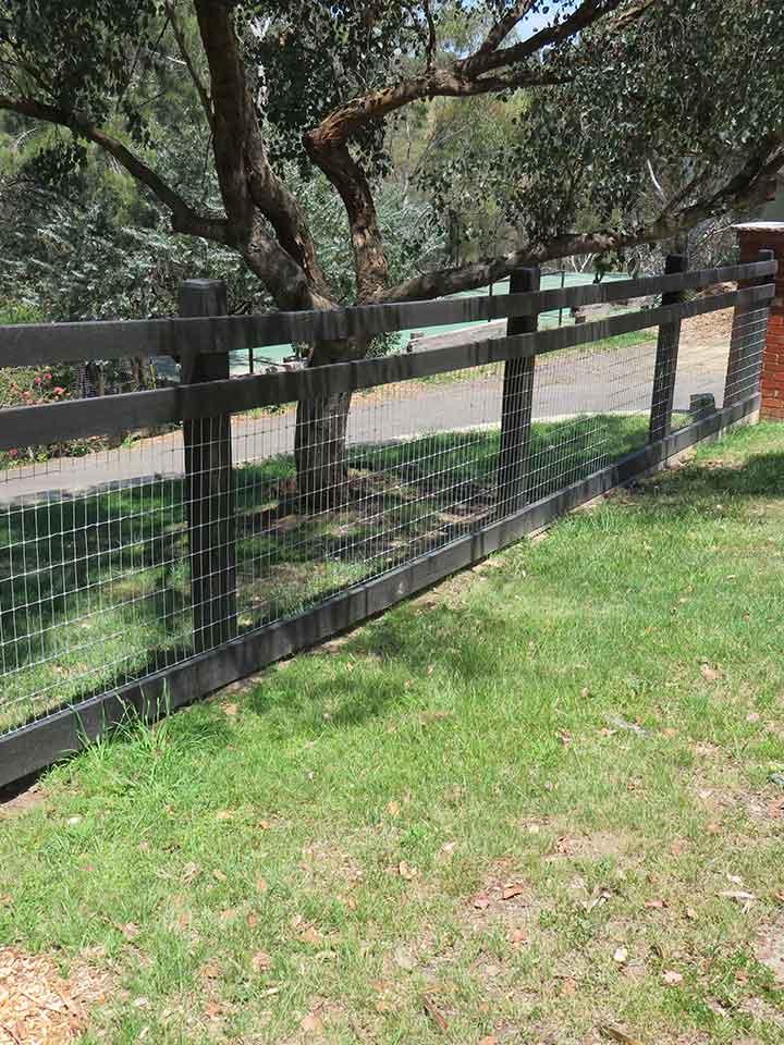 farm-fencing-contractors-post-wire-fencing
